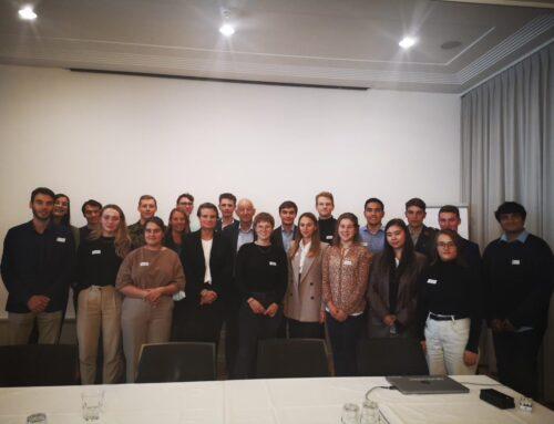 «Vous apportez une nouvelle énergie à notre société», Martina Hirayama, secrétaire d'État à la formation, à la recherche et à l'innovation a reçu des jeunes lauréat·e·s à Berne